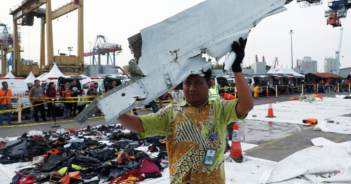 Lion Air crash: Pilots searched flight manual, prayed minutes before plane plunged into sea