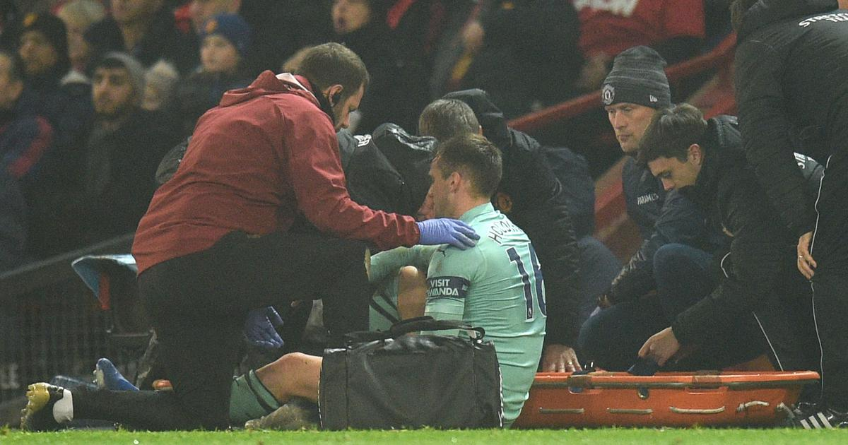 Arsenal's Rob Holding ruled out for rest of season with anterior cruciate ligament injury