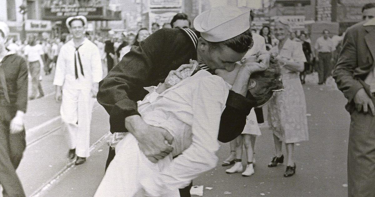 US: George Mendonsa, 'Kissing Sailor' in iconic World War II photo, dies at 95