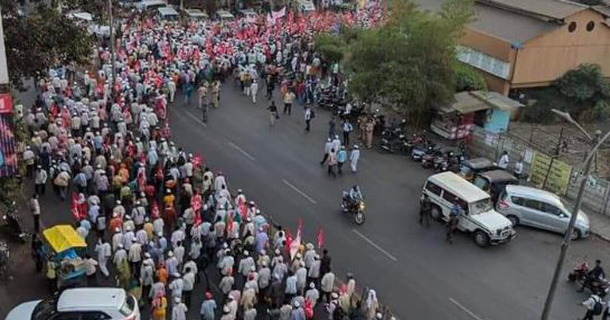 Kisan long march: Thousands of farmers begin protest march from Nashik to Mumbai