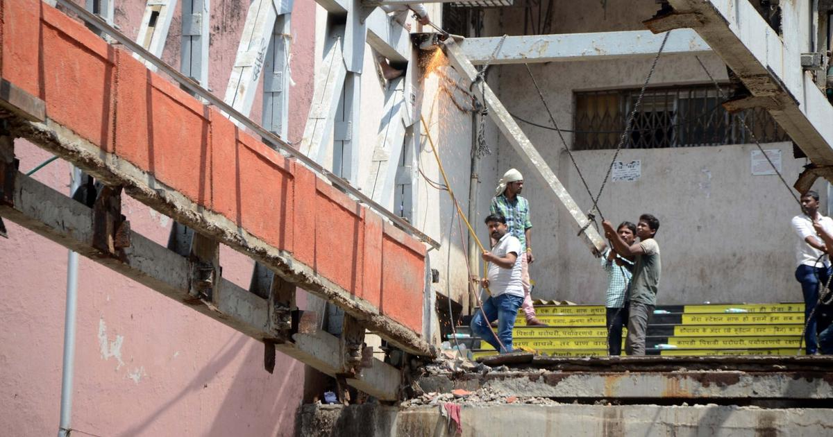 At least five killed after pedestrian bridge collapse in Mumbai