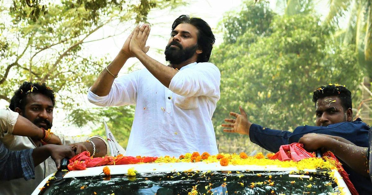 आंध्र प्रदेश : अपनी फिल्मों की तरह ही क्या पवन कल्याण राजनीति में भी नायक बनने जा रहे हैं?