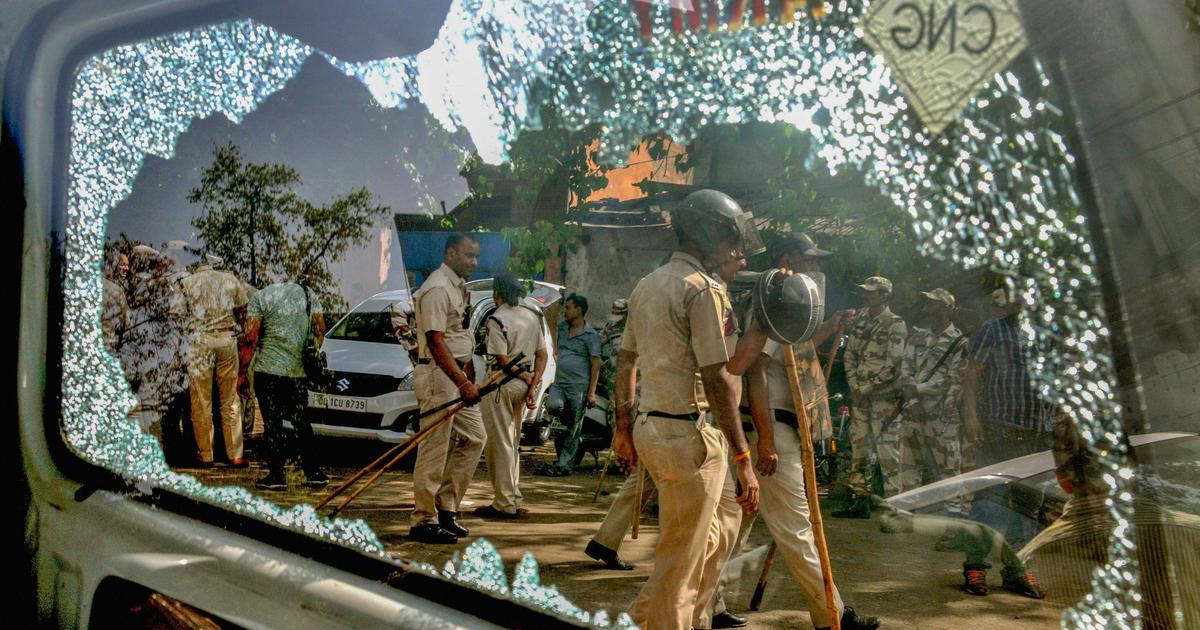 Delhi: Officials injured in alleged stone pelting over sealing drive in Mayapuri