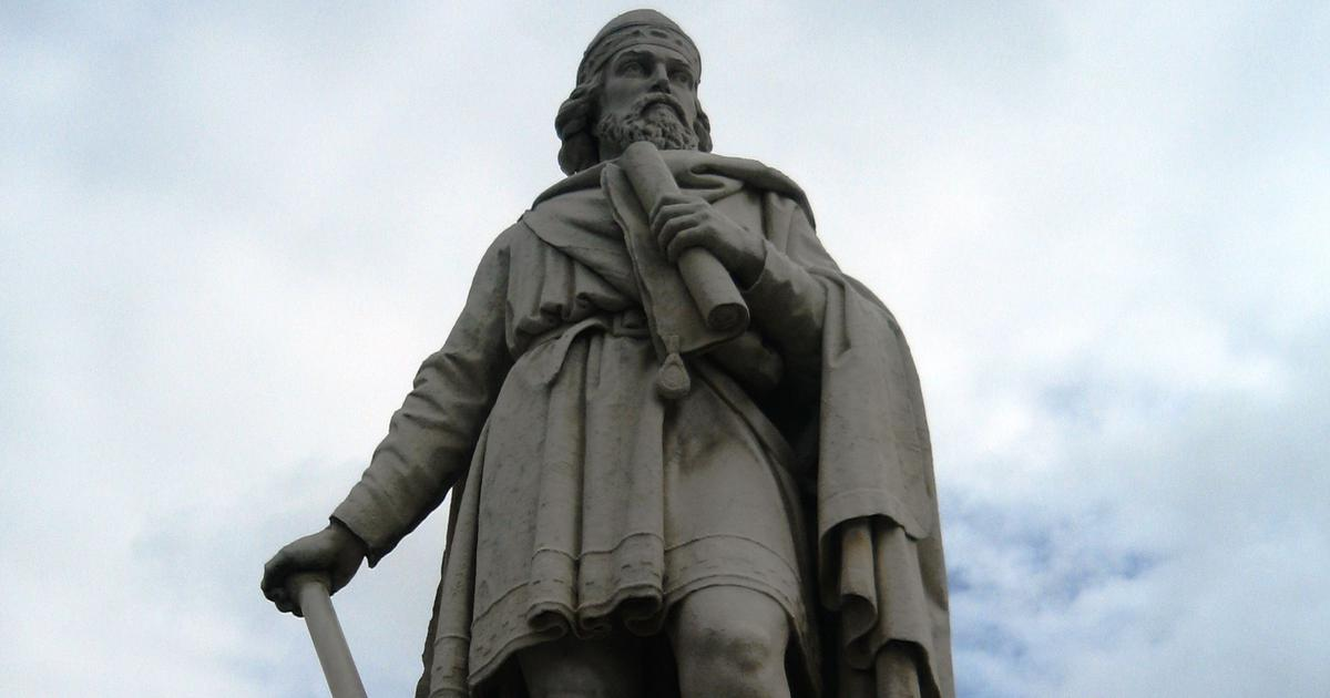 Did England's King Alfred the Great send two envoys to Christian shrines in India in 9th century?