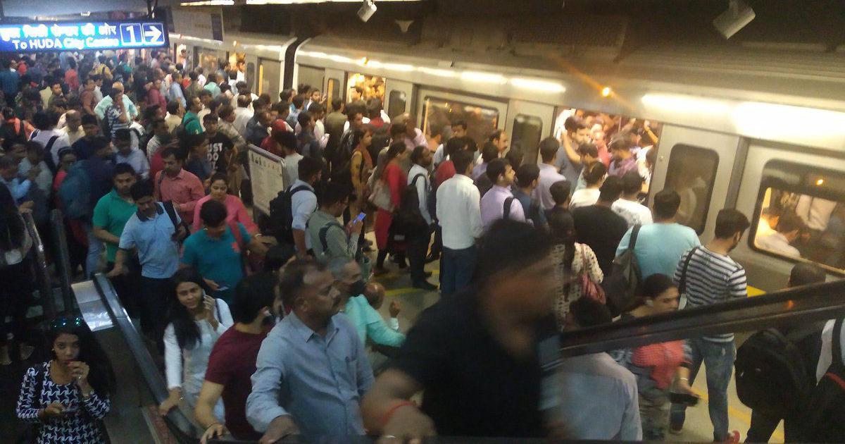 दिल्ली मेट्रो में तकनीकी ख़राबी, यलो लाइन के हजारों यात्री घंटों तक फंसे रहे