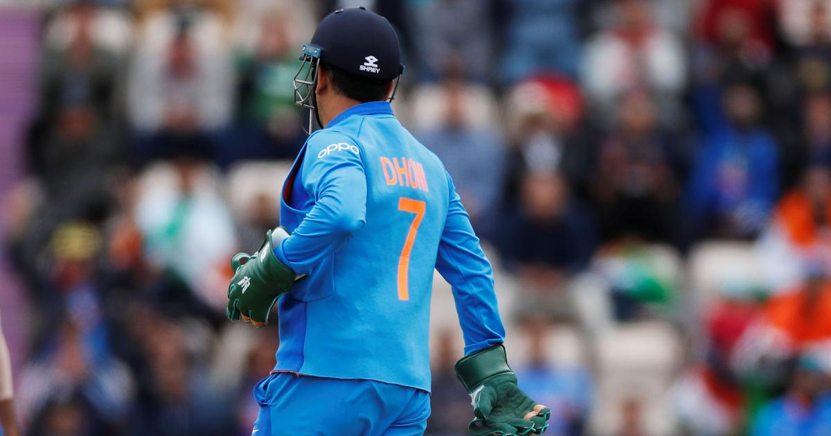 World Cup 2019: After ICC denied permission, Dhoni removes army insignia from keeping gloves