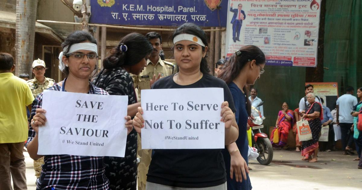Doctors' strike: Protestors seek unconditional apology from Mamata Banerjee, set six demands