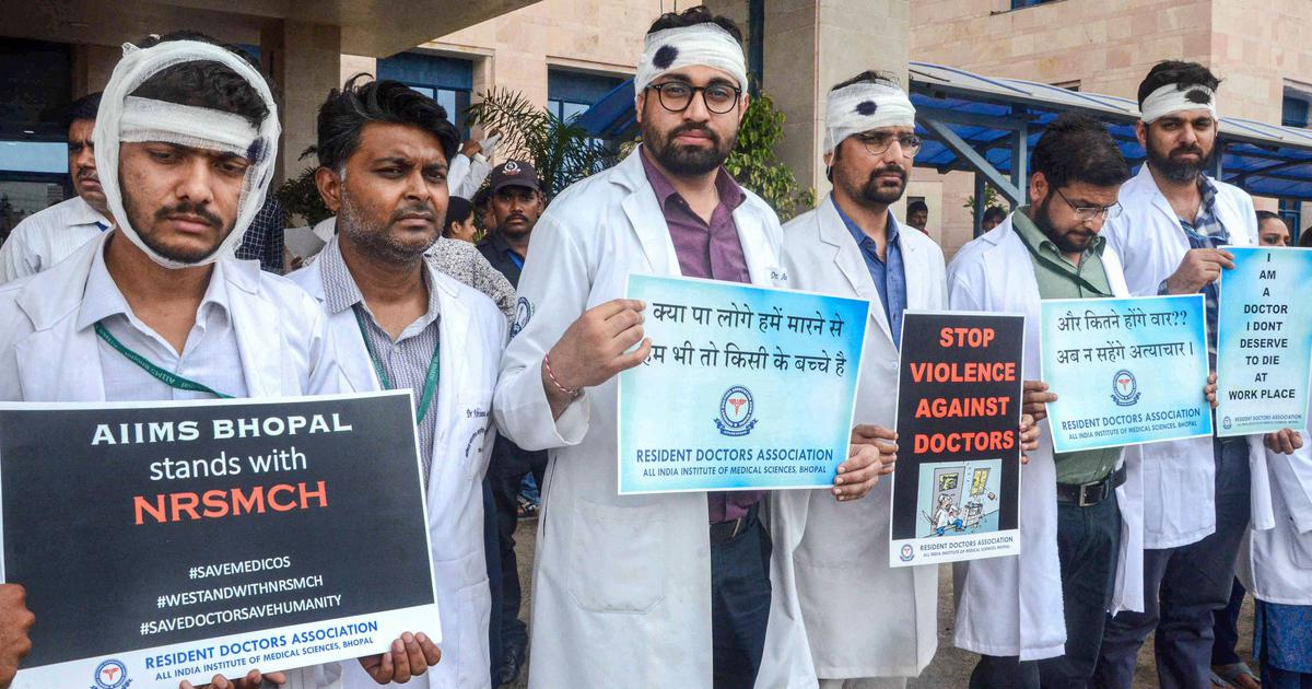 Headlines: Doctors' strike continues, demand Mamata Banerjee's apology, and other top news