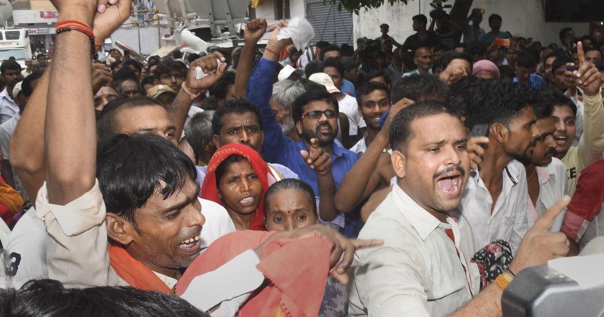 बिहार : नीतीश कुमार चमकी बुखार के मरीजों से मिलने पहुंचे, विरोध में 'वापस जाओ' के नारे लगे