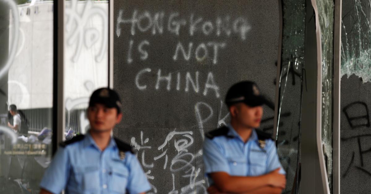 हांगकांग और चीन के सीमाई शहर शेनझेन में चीनी अर्द्धसैन्य बलों की टुकड़ियां पहुंचीं