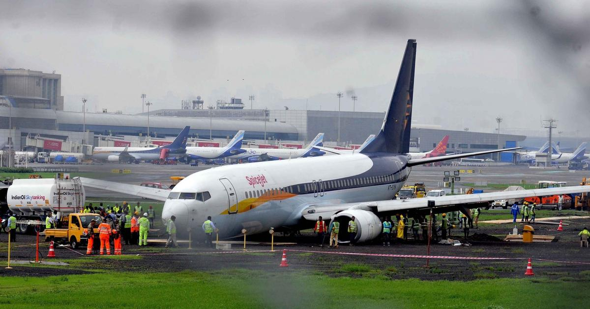 Licences of two SpiceJet pilots who overshot Mumbai runway suspended for a year: Reports