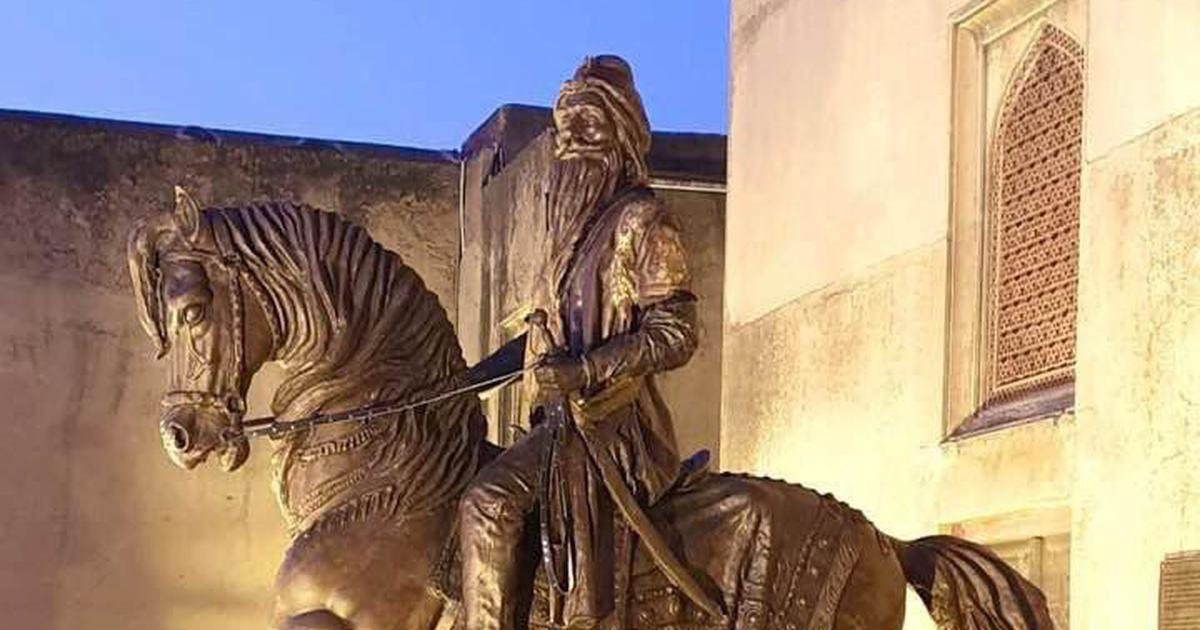 Lahore: Maharaja Ranjit Singh's statue vandalised by two men angry with India's J&K moves