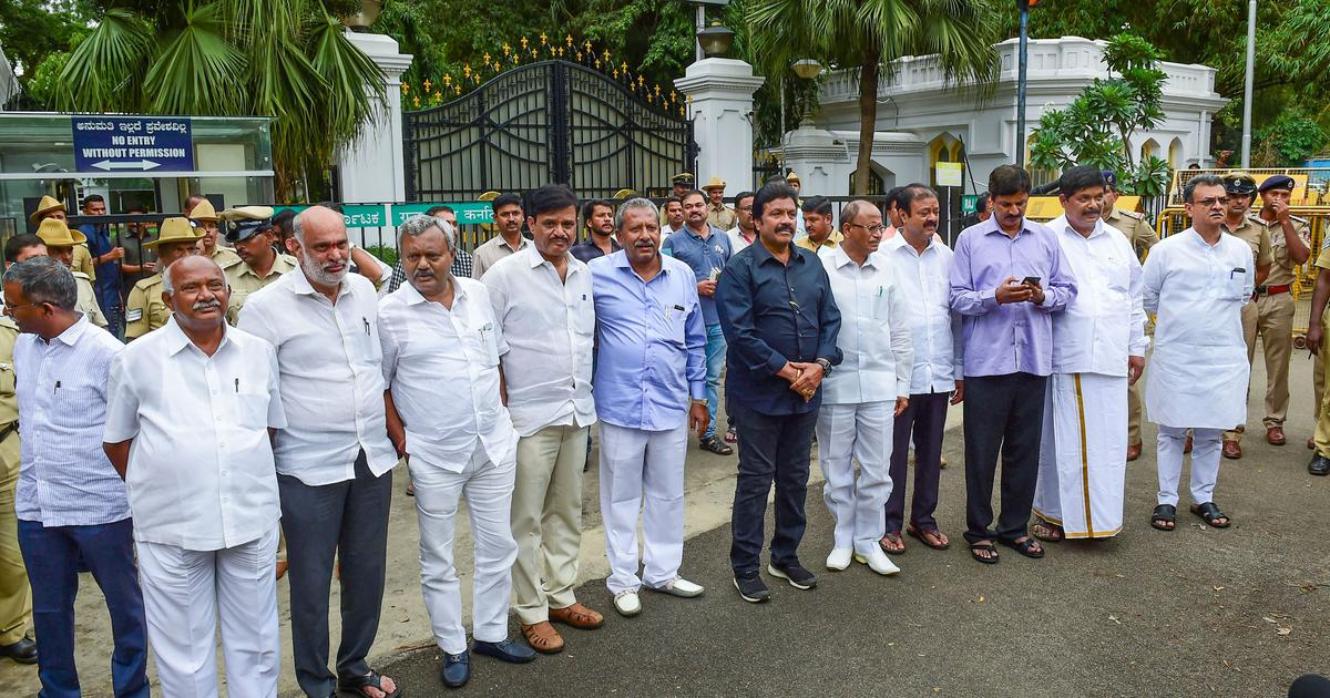 Karnataka: 11 MLAs of ruling coalition quit, BJP denies hand but says ready to form government