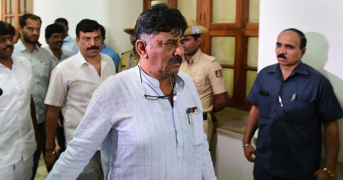 डीके शिवकुमार बागी विधायकों से मिलने मुंबई पहुंचे, पुलिस ने होटल के गेट पर ही रोका