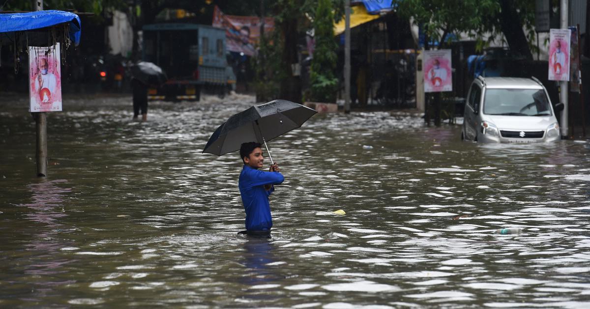 मुंबई में भारी बारिश की चेतावनी के साथ रेड अलर्ट जारी होने सहित दिन के पांच बड़े समाचार