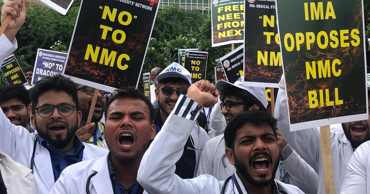 Delhi: Doctors at top government hospitals continue strike against NMC bill
