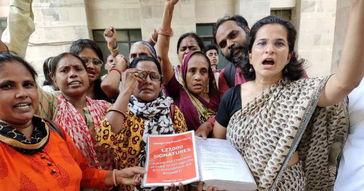 Activists protesting against RTI Amendment Bill released after being detained at Rashtrapati Bhavan