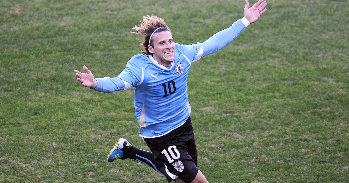 Former Uruguay captain and World Cup golden boot winner Diego Forlan retires from football