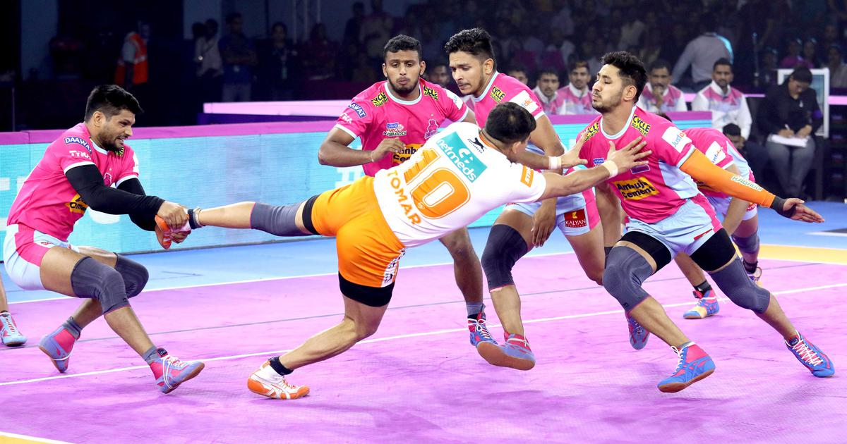 Pro Kabaddi: Jaipur Pink Panthers revive playoff hopes; Bengal Warriors go top with a close win