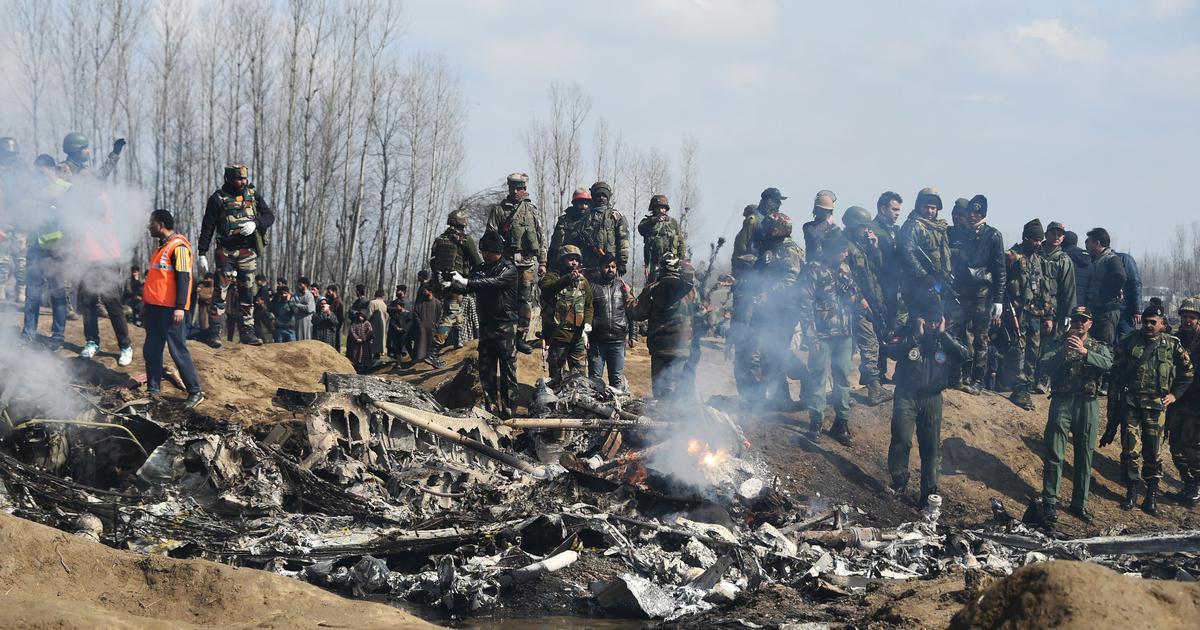 कश्मीर में हेलिकॉप्टर क्रैश पर वायु सेना प्रमुख बोले - उसे गलती से हमारी ही मिसाइल जा लगी थी