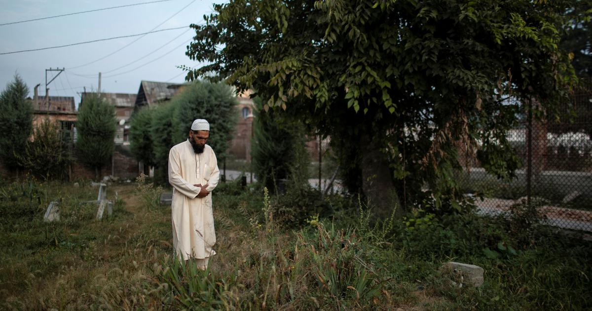 Before the phones came back to life, Kashmiri families could not even mourn their dead