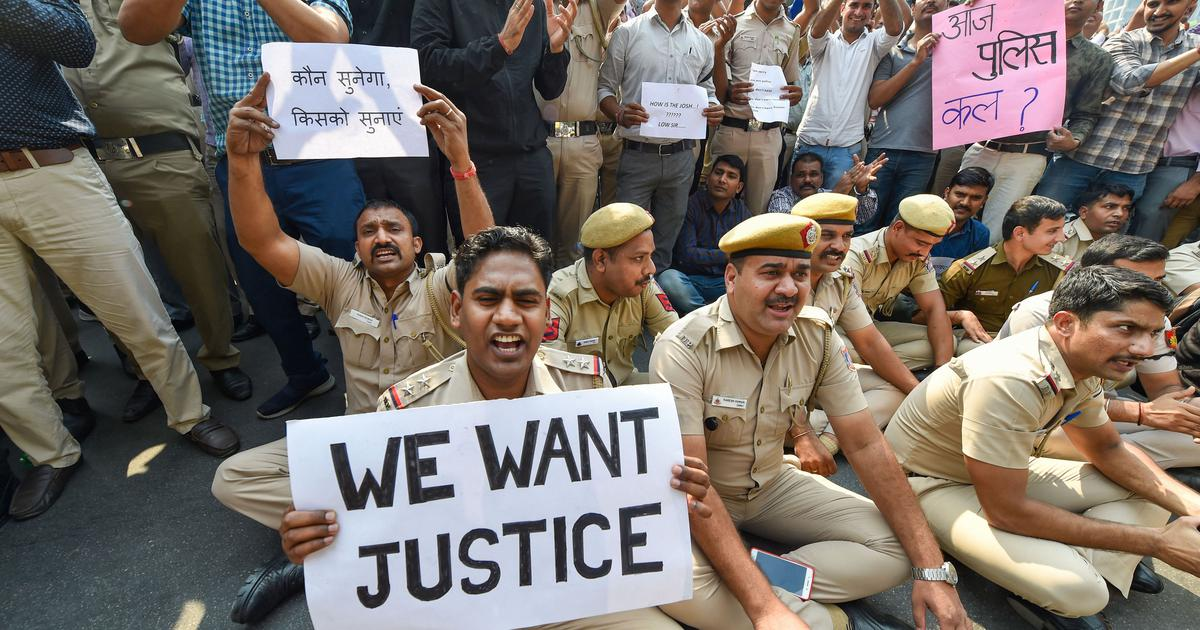 In unprecedented action, Delhi Police stage protest against assault by lawyers