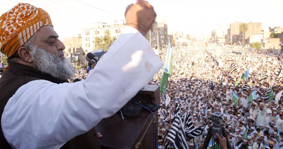 Maulana Fazlur Rehman has pulled an Imran Khan on Imran Khan – and Imran Khan is rattled