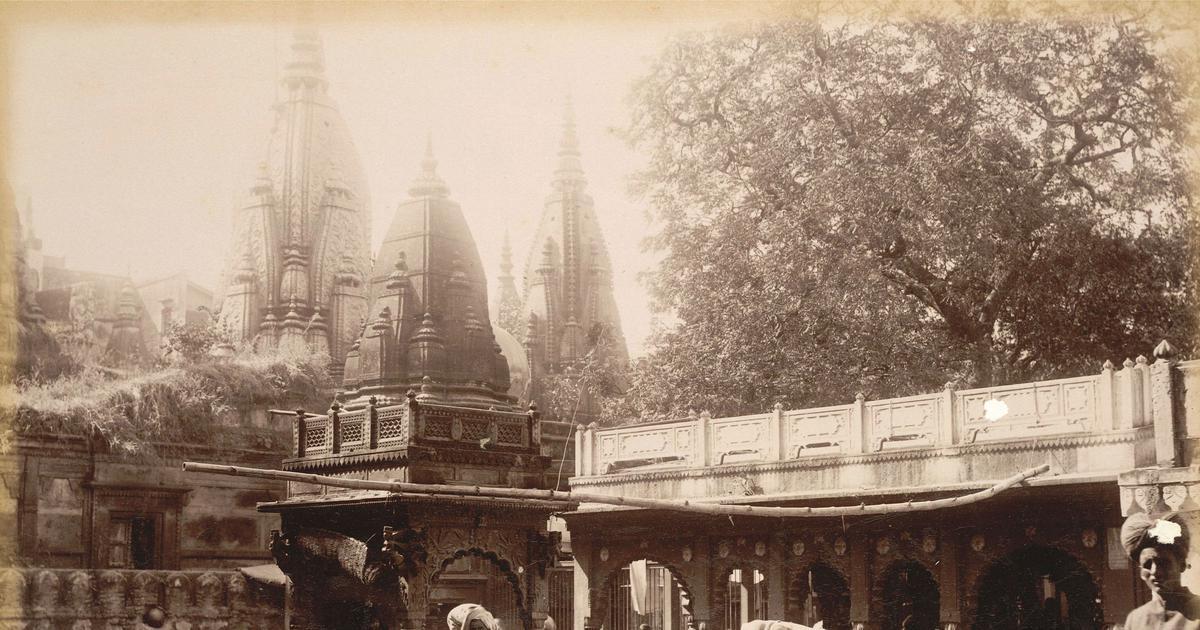 What happens at the Rs-300 3am 'darshan' of the Shivalingam at the Vishwanath Temple in Varanasi?
