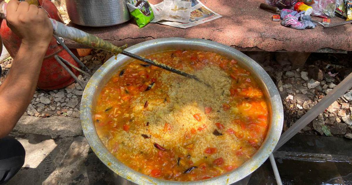 Covid-19: In India, community kitchens spring up across cities to feed stranded migrants
