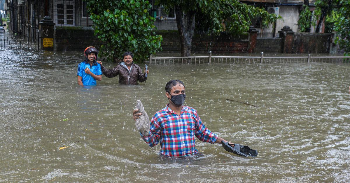 Heavy rain continues to batter Mumbai, IMD issues red alert for seven districts of Maharashtra