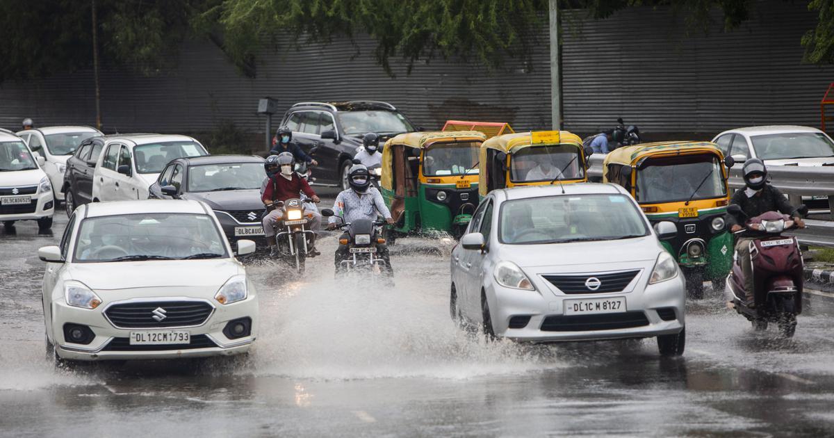 Heavy rain leads to flooding, traffic jams in Delhi, NCR