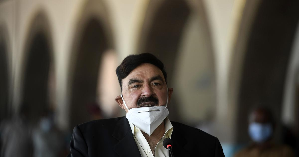 Pakistan minister Sheikh Rasheed Ahmed threatens India with nuclear war