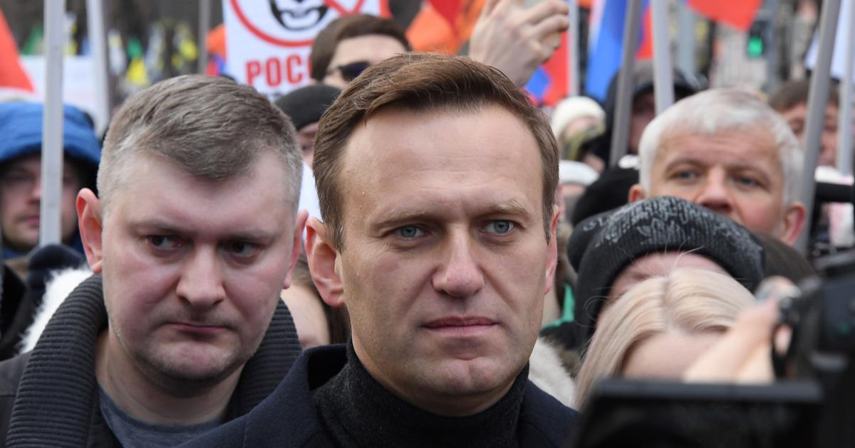 Merkel pays visit to Navalny in hospital