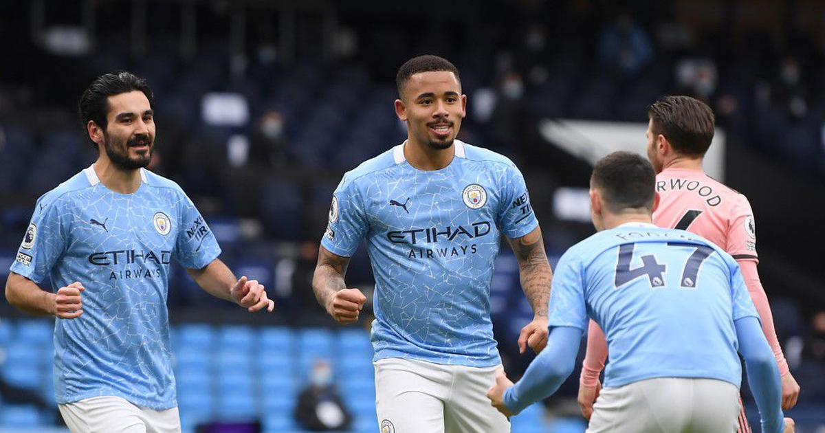 Premier League wrap: Man City move three points clear as Man United draw at Arsenal