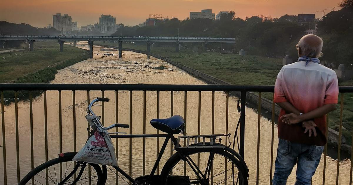 Photo essay: The bridges of Pune and the people who stop and stare