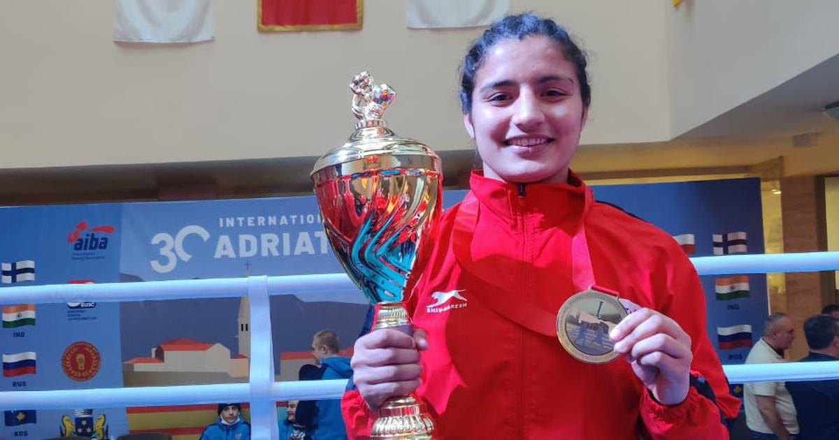 Boxing: Poonam, Vinka give India winning start at youth world boxing championship