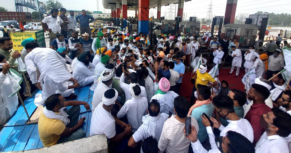 Farm laws: Protestors set off from Haryana, Punjab to mark 'black day' in Delhi on May 26