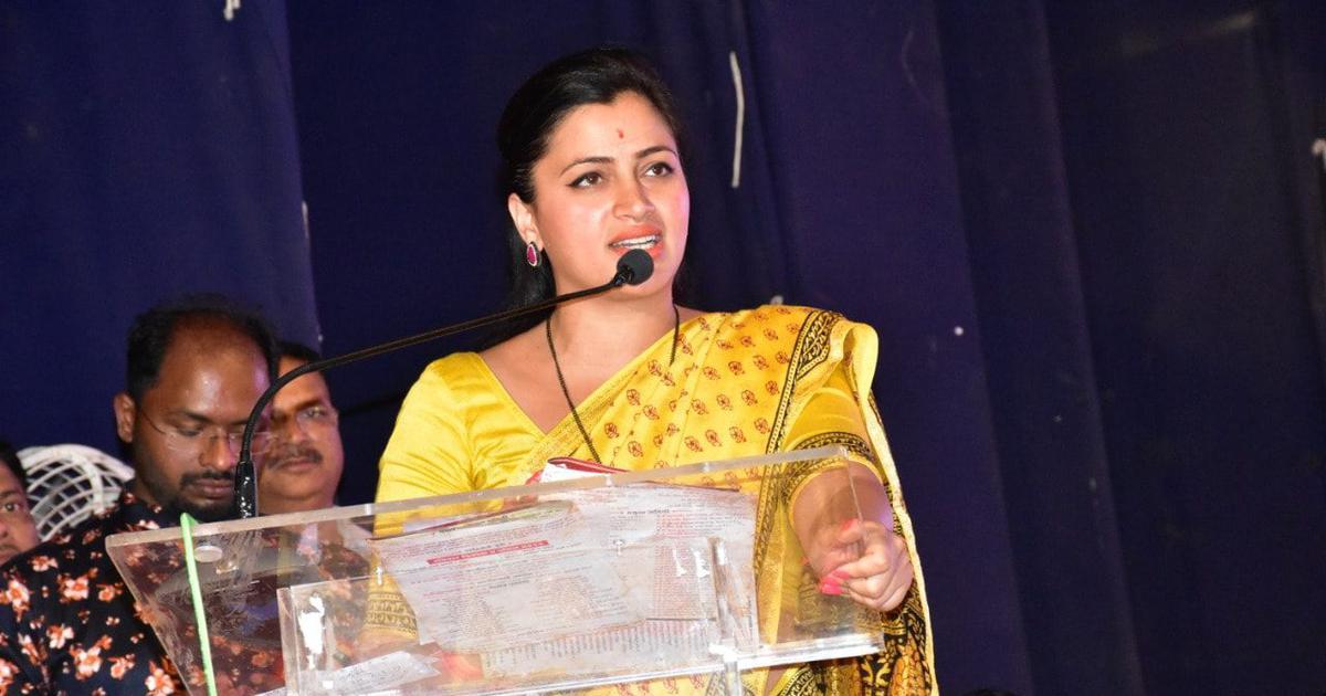 SC stays Bombay HC order to cancel caste certificate of MP Navneet Rana