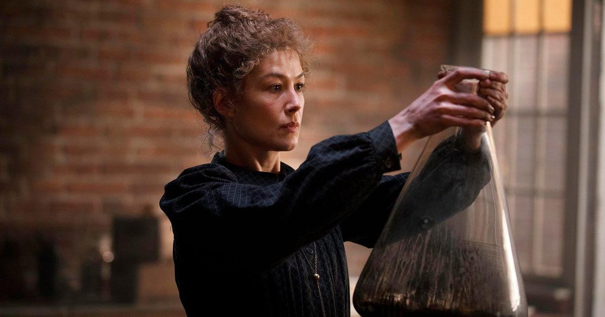 'Radioactive' review: A fierce Rosamund Pike and some discoveries in Marie Curie biopic