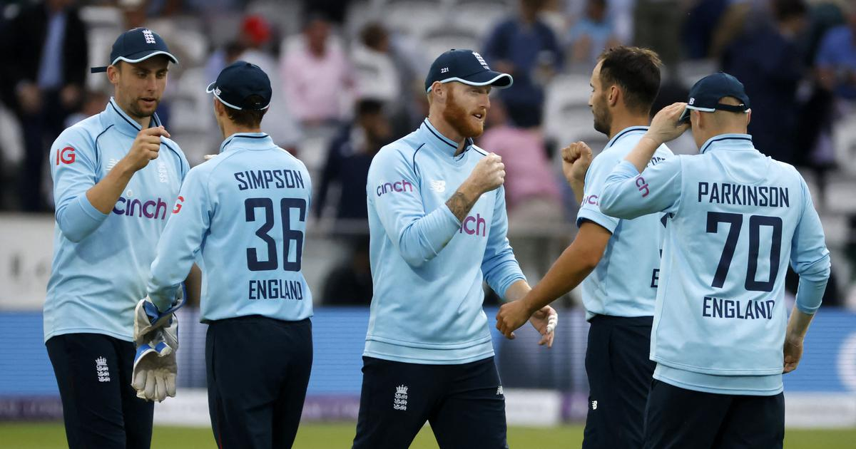 Second ODI: Lewis Gregory stars as England beat Pakistan by 52 runs to clinch series