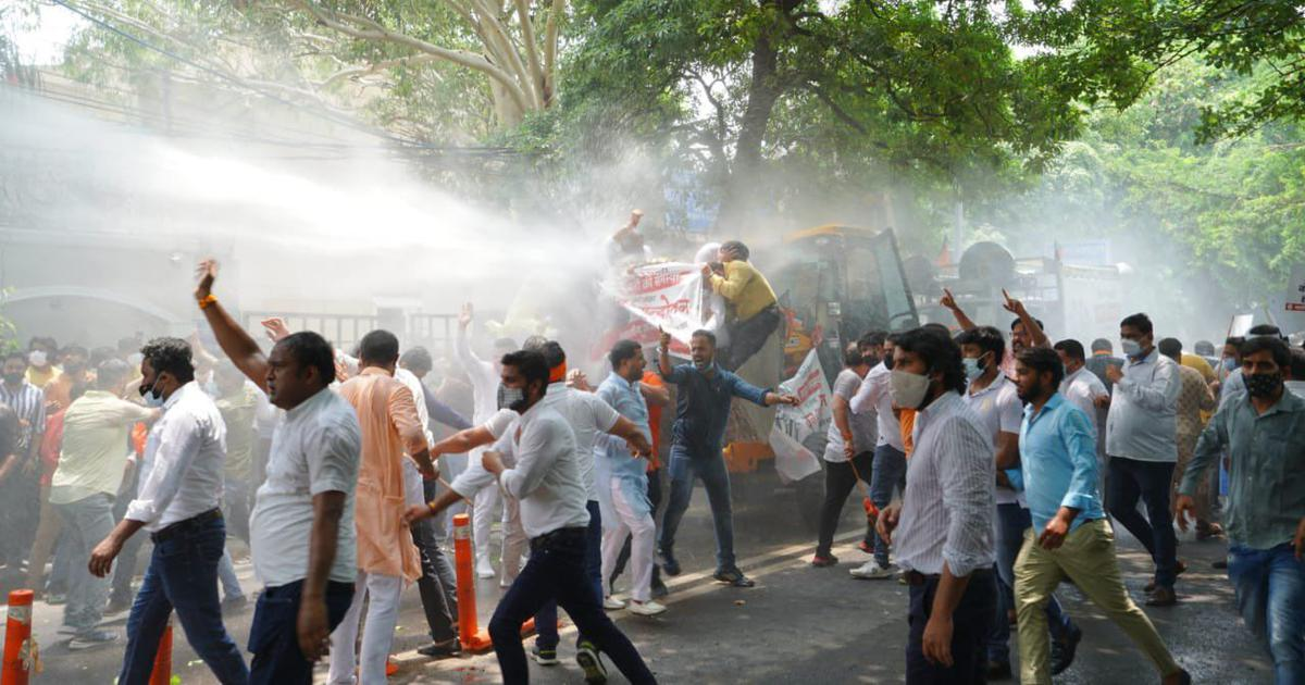 Police use water cannons on BJP leaders protesting against water crisis in Delhi