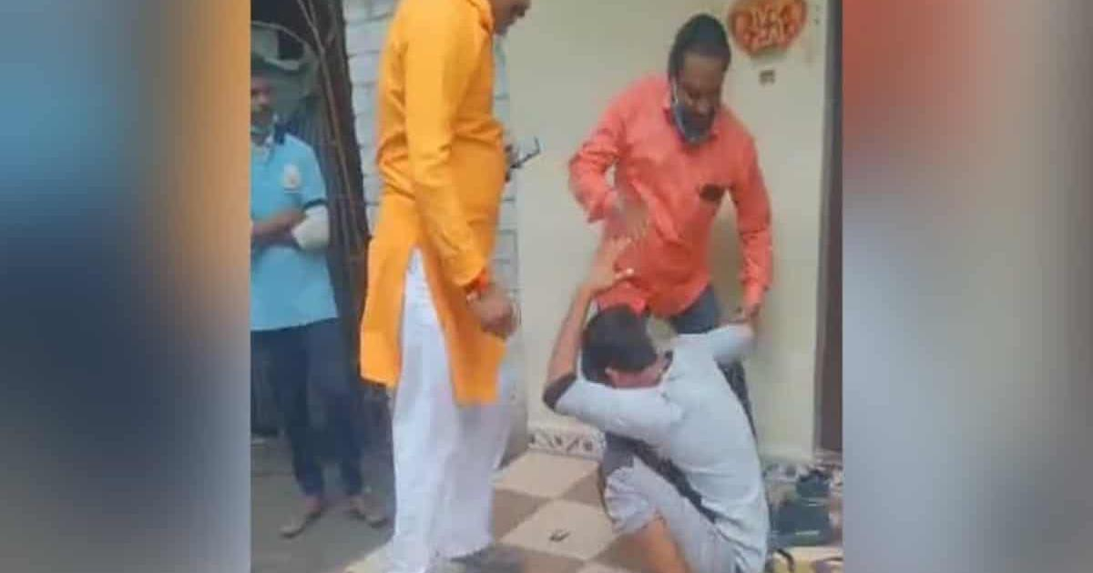 Video: Mob beats up Muslim vendor in Indore for selling bangles in 'Hindu area'