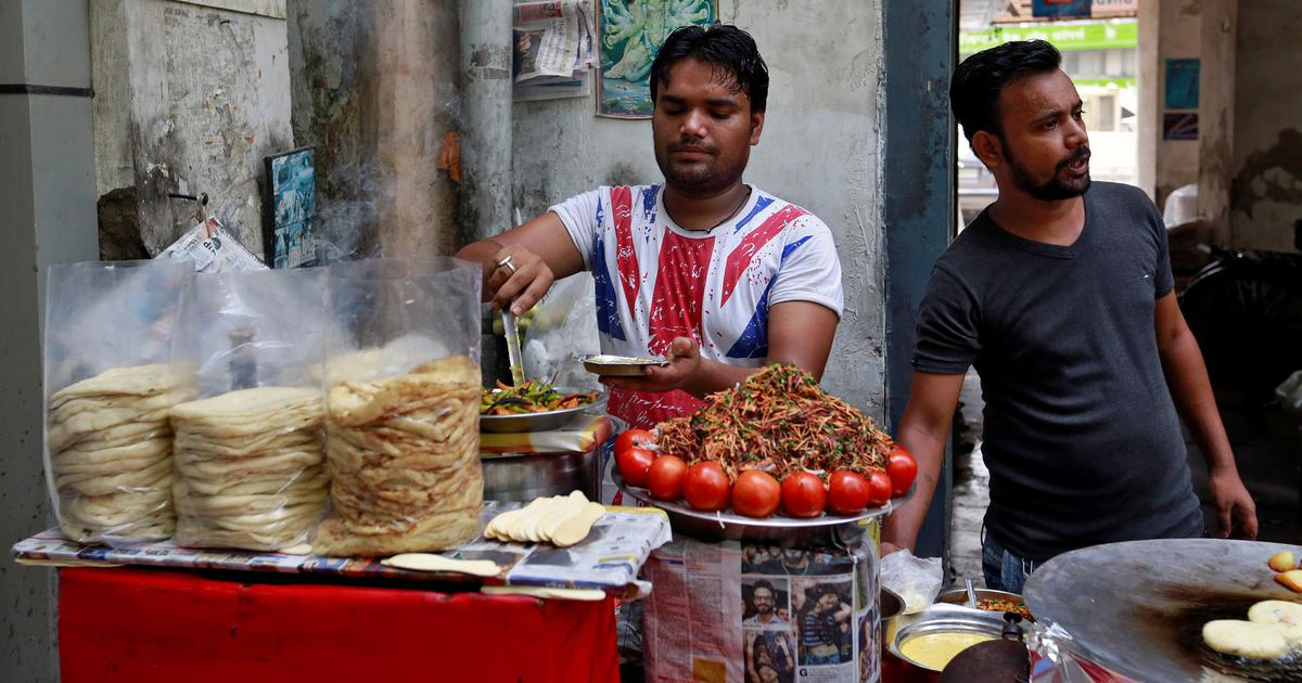 Price rise is driving Delhi's food vendors to financial collapse – and their customers to hunger