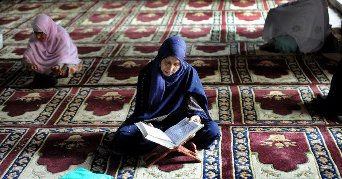 Muslim women can pray at mosques, may ignore fatwas prohibiting entry, personal law board tells SC