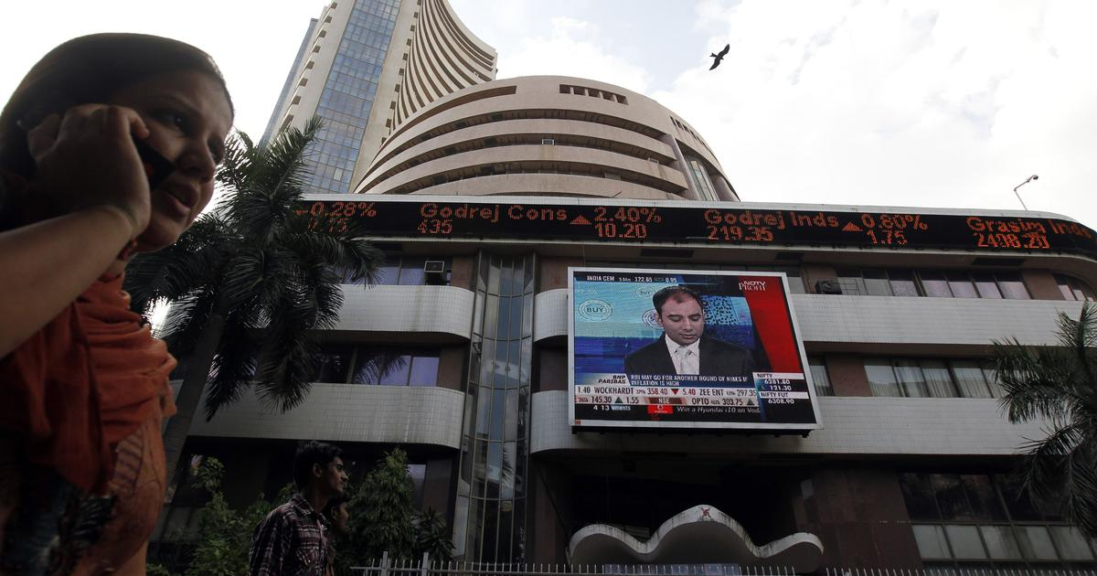 Indian markets decline over 1% due to sell-off in oil and metal stocks