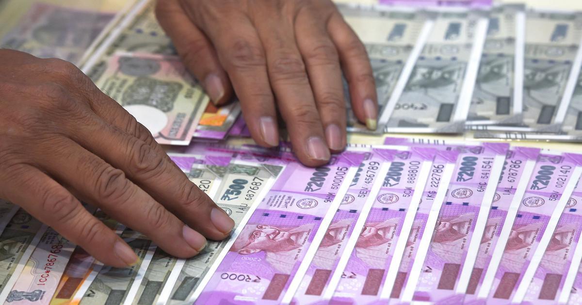 Dirty money: Can coronavirus spread through bank notes?