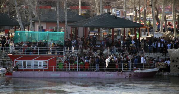 Iraq: Almost 100 dead as overloaded ferry capsizes in Tigris river in Mosul
