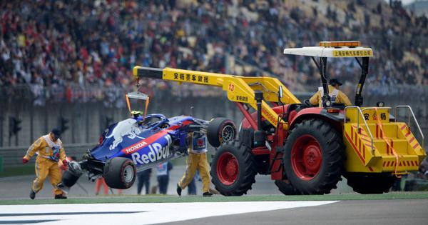 Formula 1: Toro Rosso driver Alexander Albon crashes during final practice in China