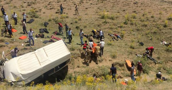 Turkey: At least 15 killed, 27 wounded after bus carrying undocumented immigrants overturns