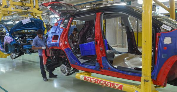 Auto industry crisis: Passenger vehicle sales declined 23.7% in September, shows data
